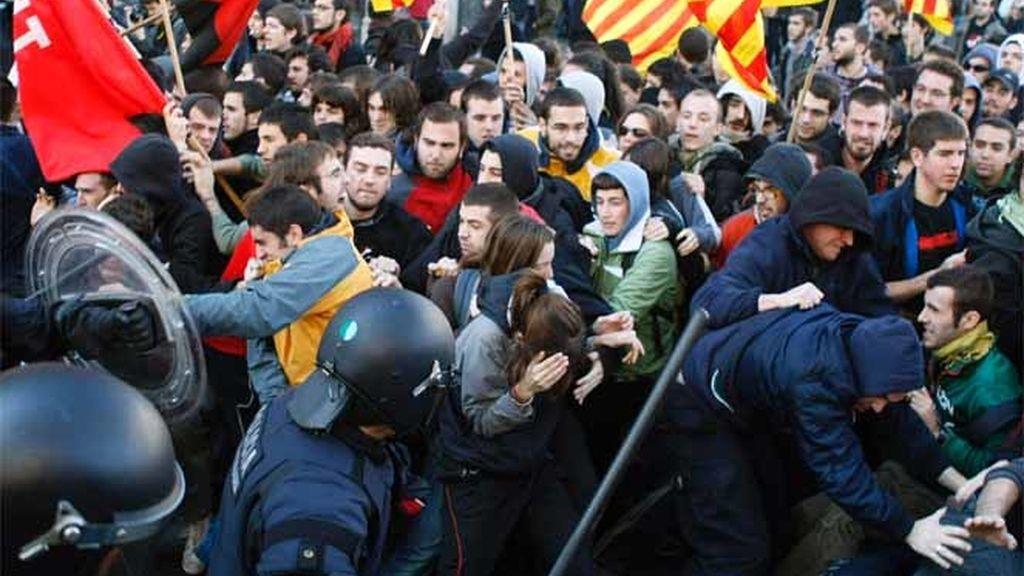 Carga policial de los Mossos a estudiantes de Barcelona