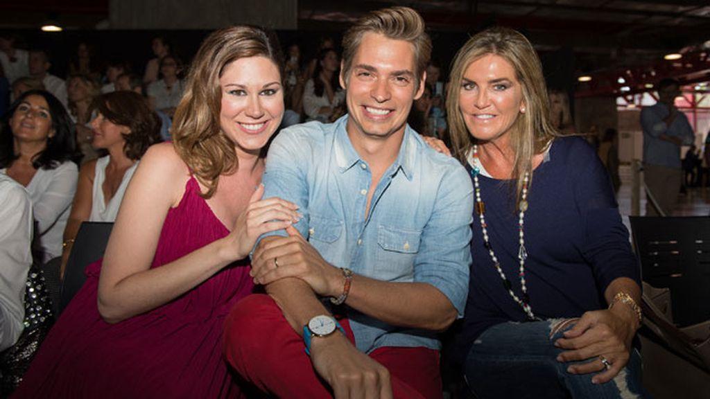 Tamara y Carlos Baute posaron junto a la empresaria Susana Uribarri