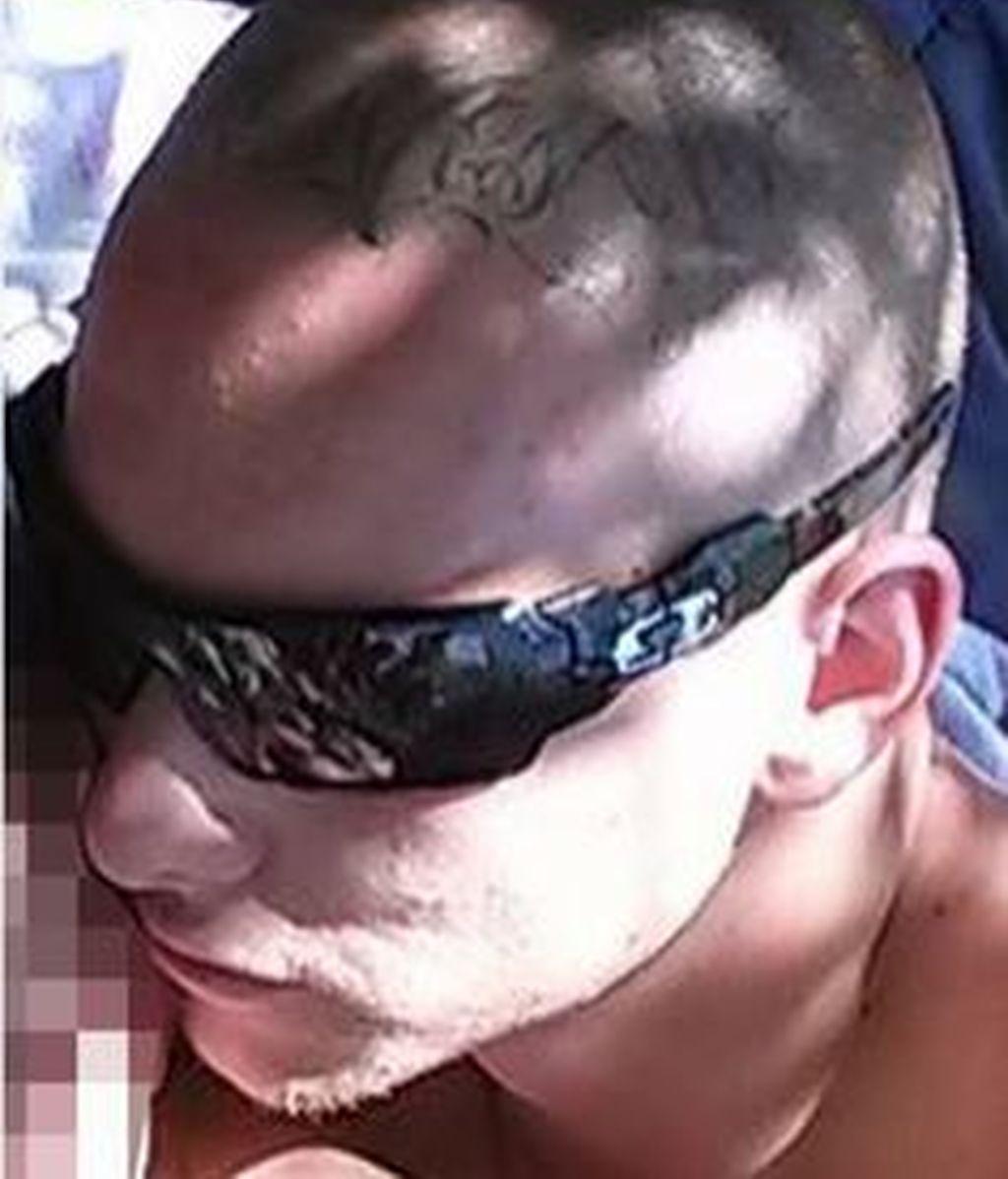 La primera foto del padre arrestado por golpear brutalmente a su hijo en un supermercado