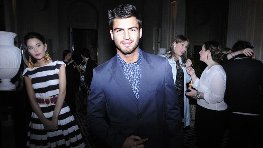 El actor Maxi Iglesias no quiso perderse la fiesta de Light Blue de Dolce & Gabbana