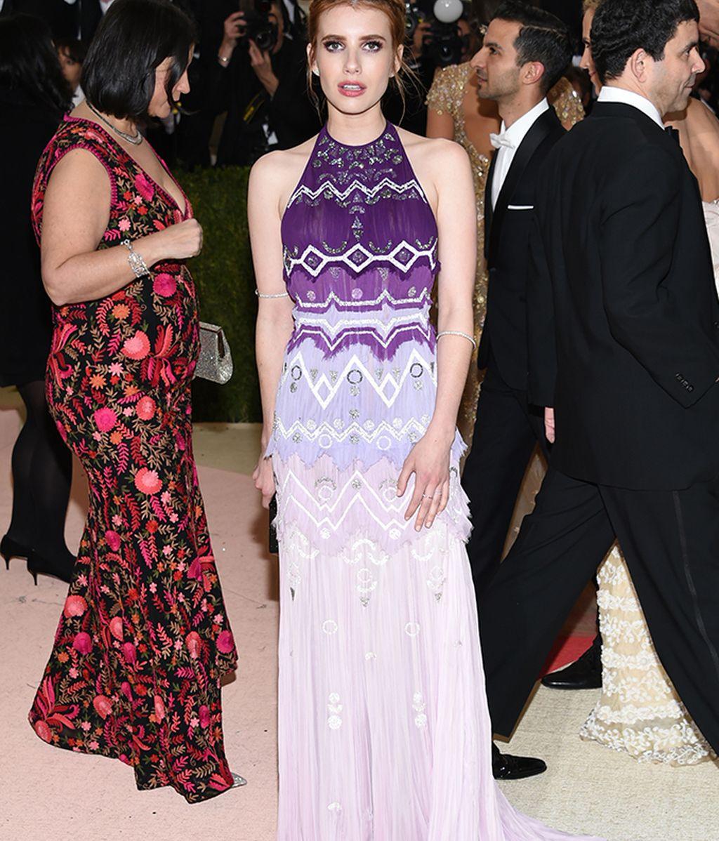 Emma Roberts vestida de Tory Burch