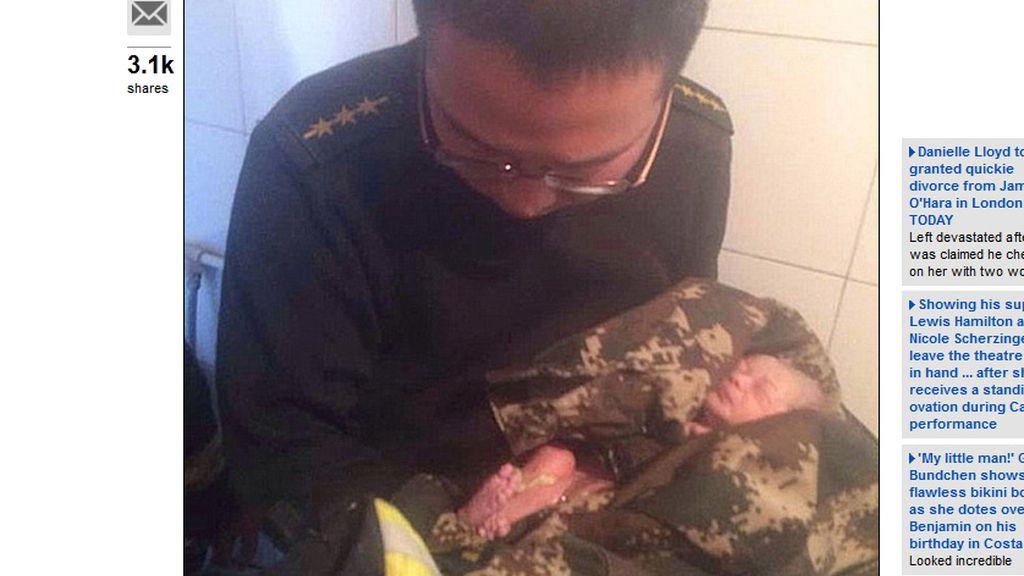 Un recién nacido sobrevive tras ser tirado por el retrete en China