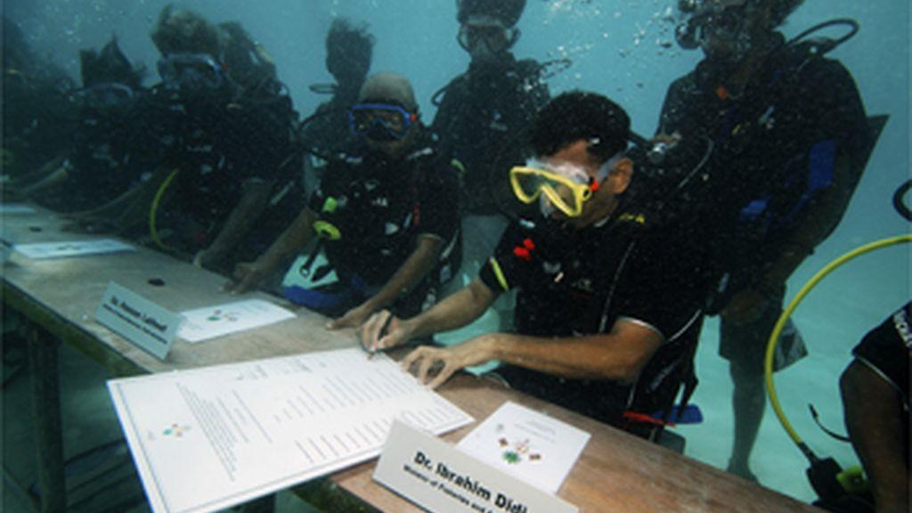 El Gobierno maldivo bajo el agua