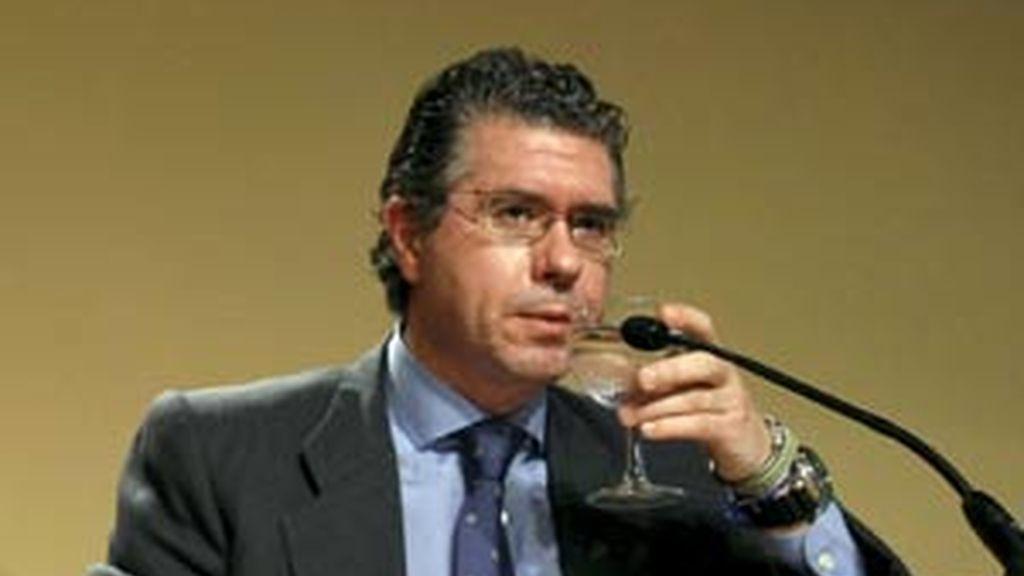 María Dolores de Cospedal asegura creer a Esperanza Aguirre sobre su desconocimiento de la presunta trama de espionaje. Vídeo: Informativos Telecinco.