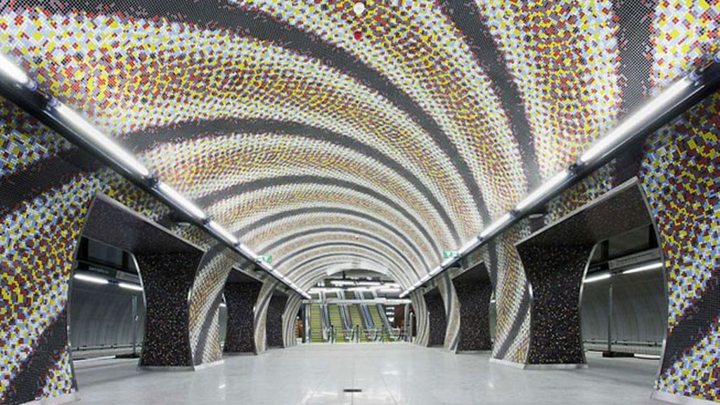 Alicatado de la estación de Szent Gellért Square, Budapest, Hungría