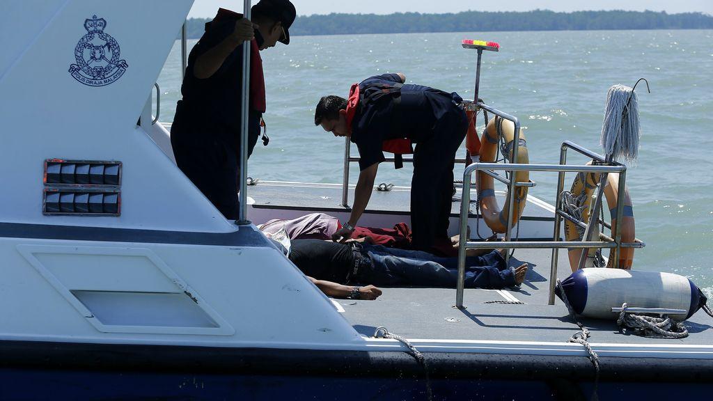 Se hunde un barco con decenas inmiggrantes ilegales indonesios en Malasia