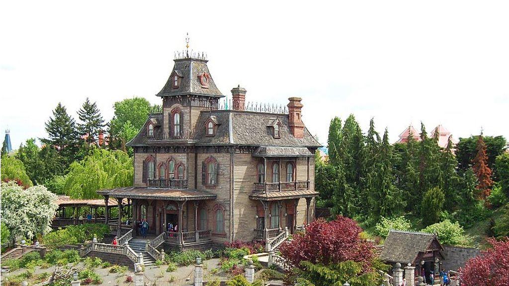 Casa del terror Disneyland París, 'Phantom Manor'