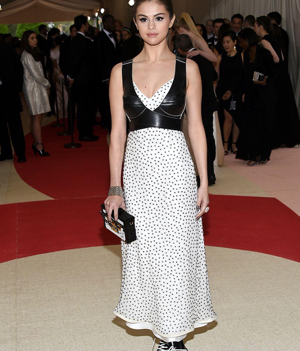 Selena Gómez vestida de Louis Vuitton