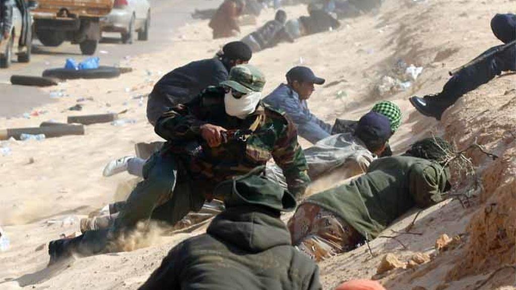Los rebeldes continúan su lucha contra Gadafi