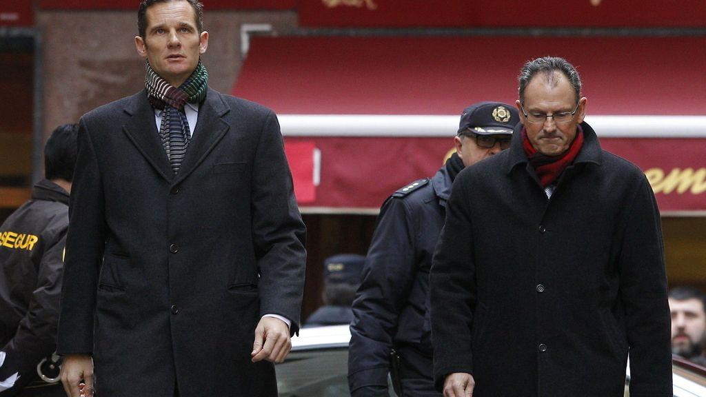 Urdangarin y su abogado Mario Pascual Vives llegando a los juzgados. Foto:EFE