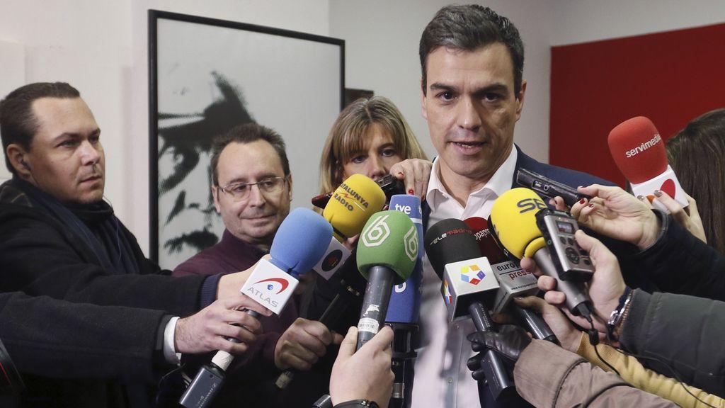 Pedro Sánchez vota sobre los pactos