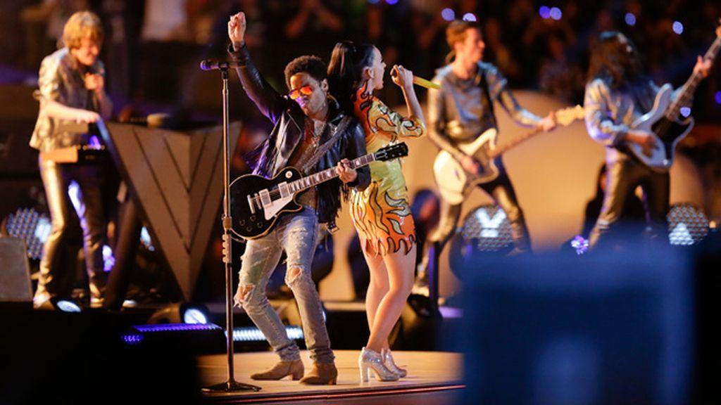Katy Perry y Lenny Kravitz pusieron el fuego