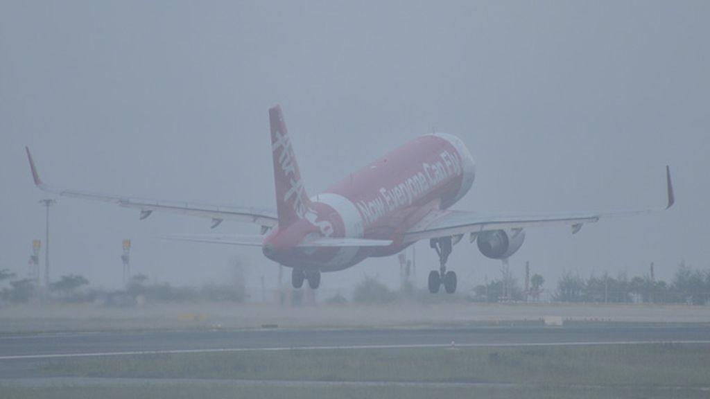 Volando entre la niebla