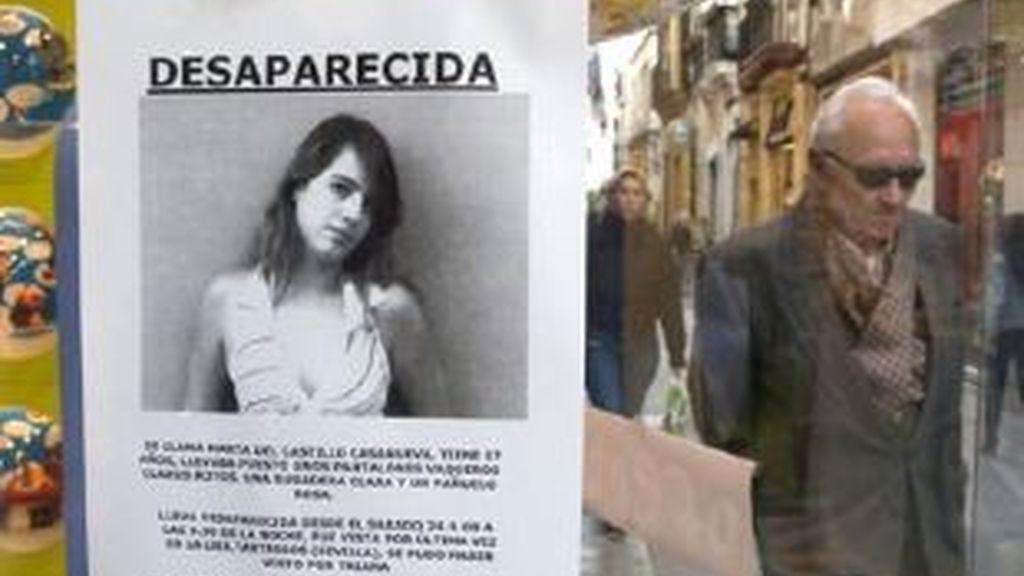 Un escaparate de un comercio sevillano muestra la fotografía de Marta del Castillo Casanueva, la joven sevillana de 17 años desaparecida. Foto: EFE