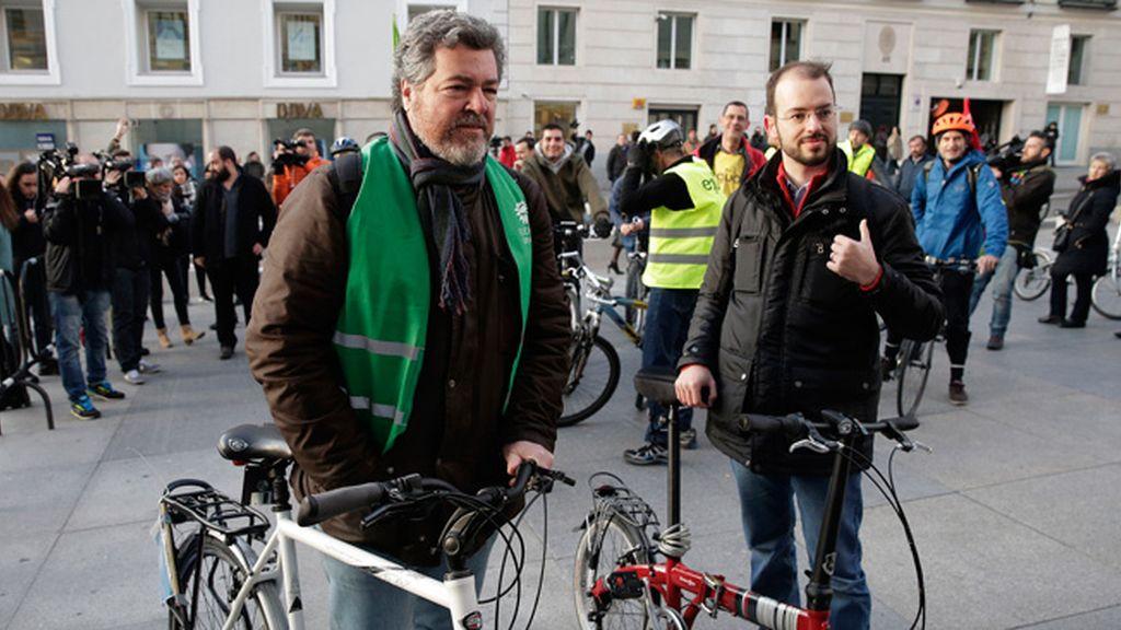 Los diputados de Equo, en bici al Congreso
