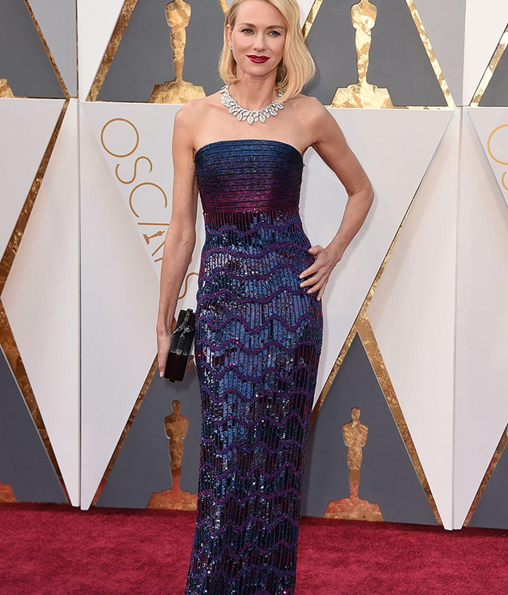 Naomi Watts vestida de Armani Privé