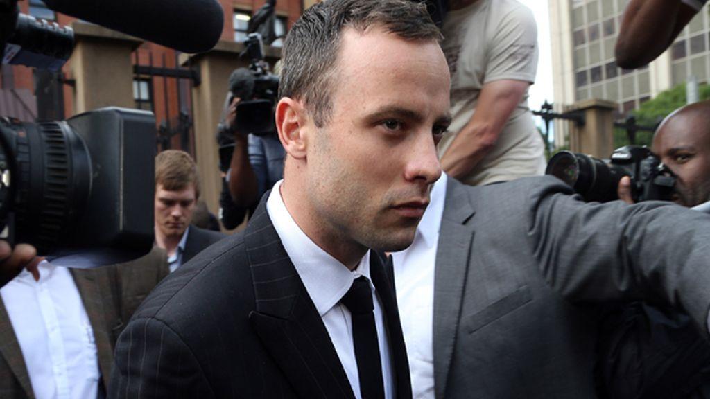 """Simone Steenkamp: """"Pistorius está mintiendo. Él disparó a mi hermana en un ataque de rabia"""""""