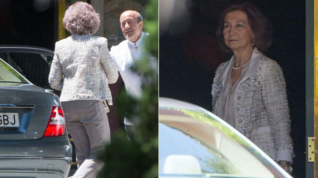 Doña Sofía eligió un traje de chaqueta y pantalón