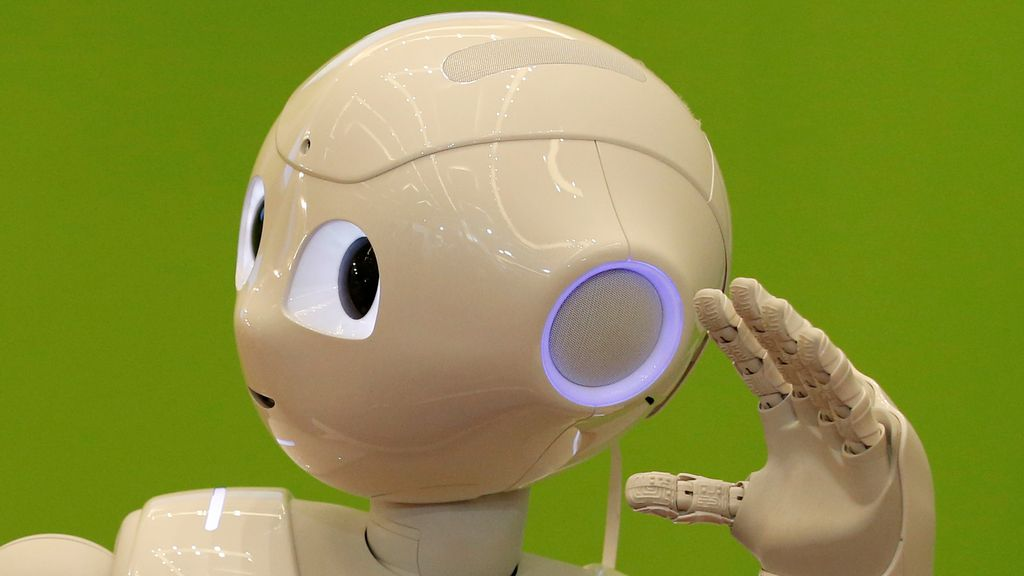 Presentan el robot humanoide Pepper para cuidar personas mayores