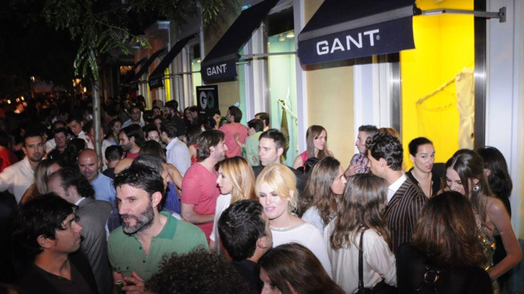 A la vista de la cantidad de asistentes, la noche de San Jorge Juan es uno de los eventos más esperados de la temporada