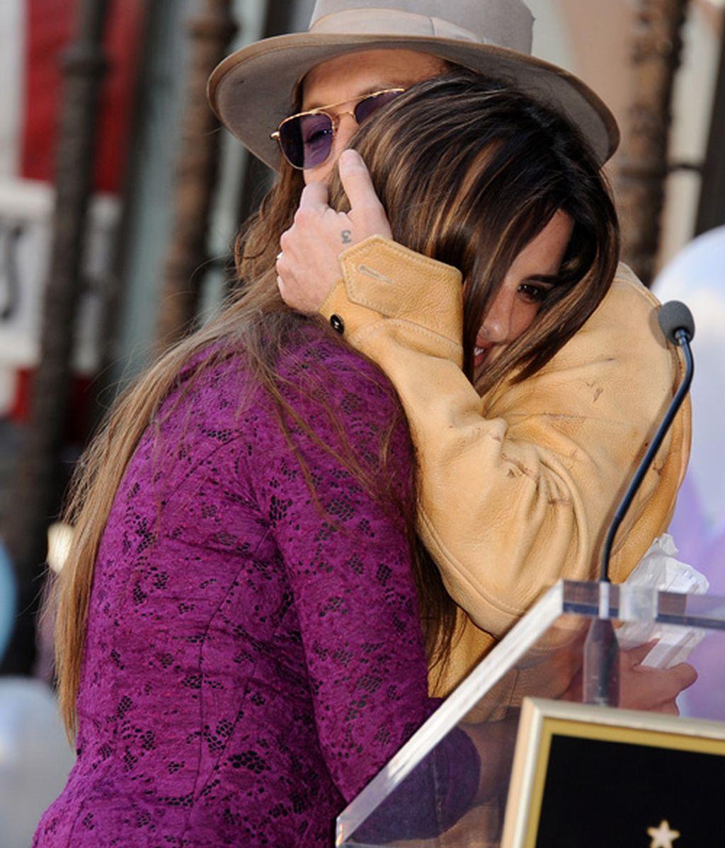 Penélope Cruz recibe su estrella de la fama sin Leonardo