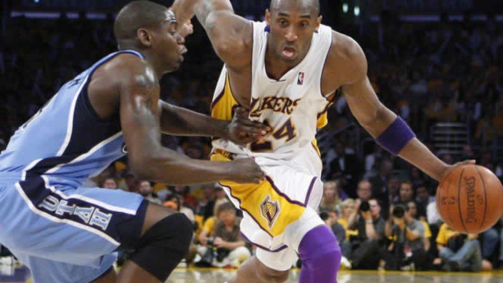 Los Lakers comienzan con buen pie los play-offs