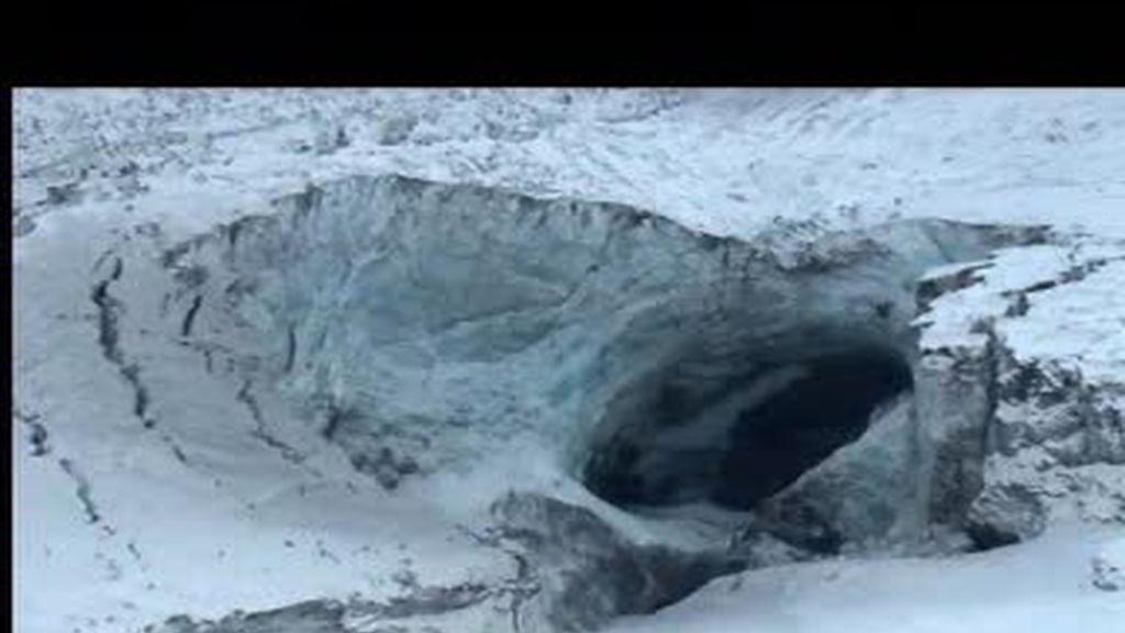 EXCLUSIVA. Jesús Calleja sobrevuela el volcán Eyjafjalla