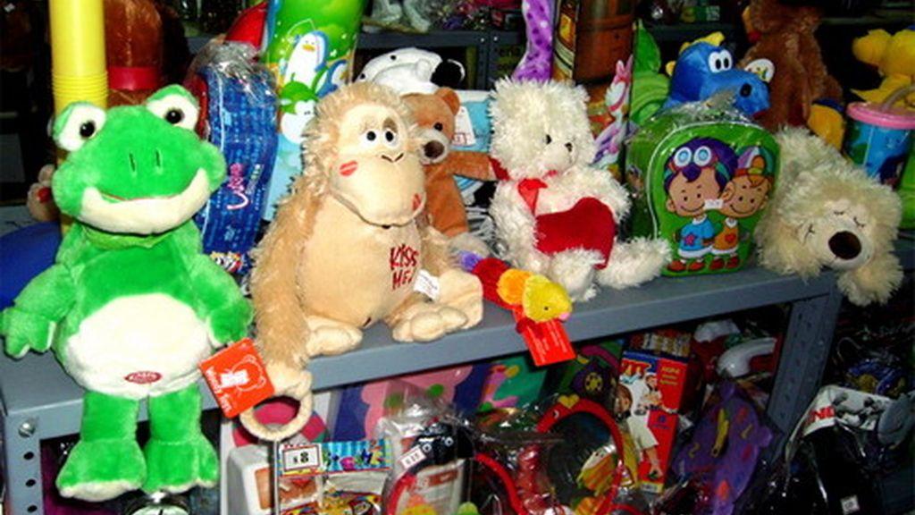 """Psicólogos aconsejan comprar juguetes """"simples"""" y repartirlos durante el año"""