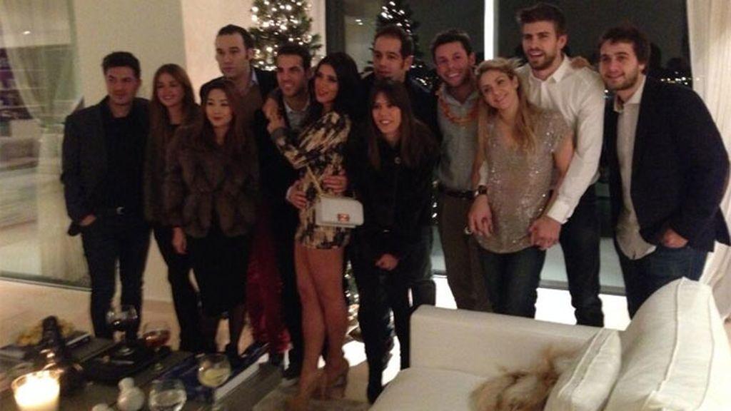 Shakira y Piqué junto a Cesc Fábregas y un grupo de amigos celebrando Nochevieja