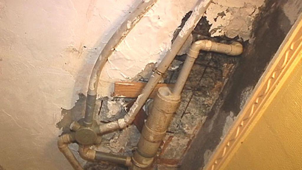 Así están las tuberías de una vivienda del barrio