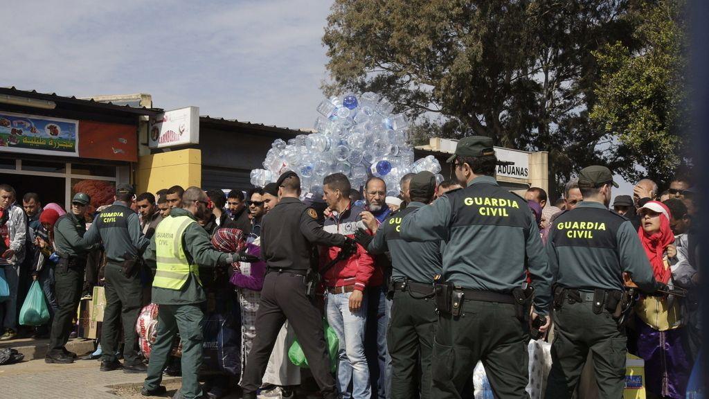 Cierre de la frontera de Melilla por una alerta de avalancha