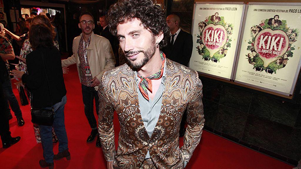 Paco León impecable en su noche de estreno con este traje de Etro