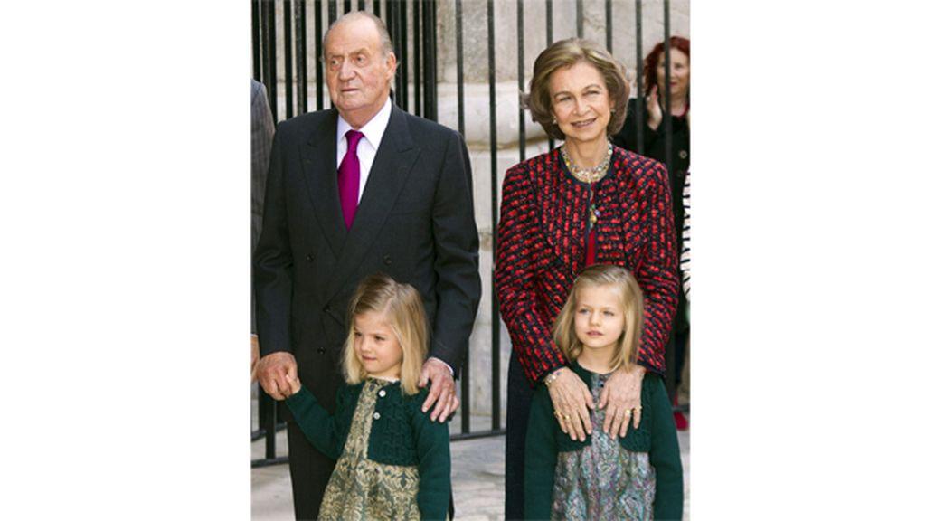 La Familia Real en la misa de Resurrecuón