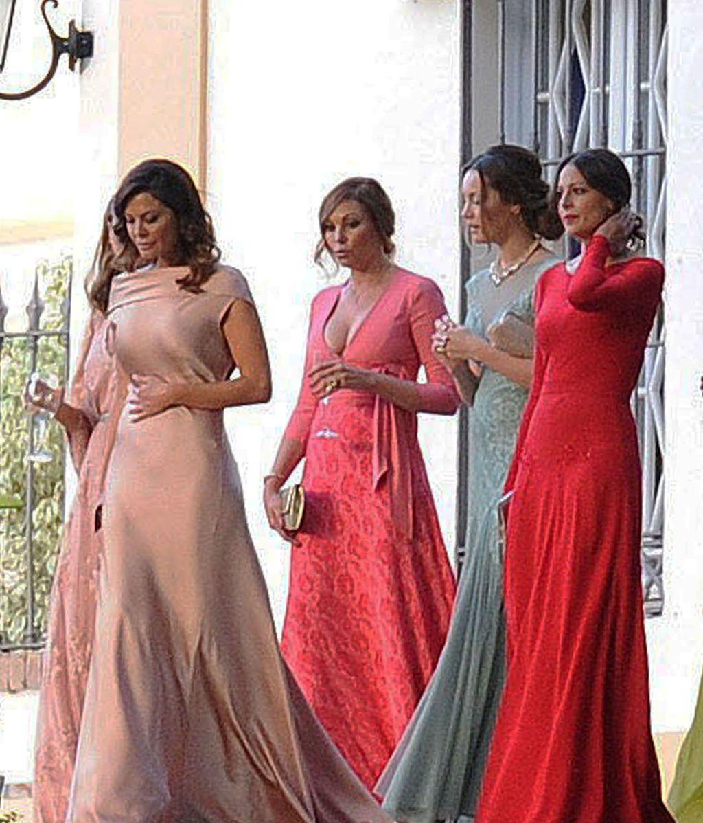 Todas las amigas asistieron con vestido largo