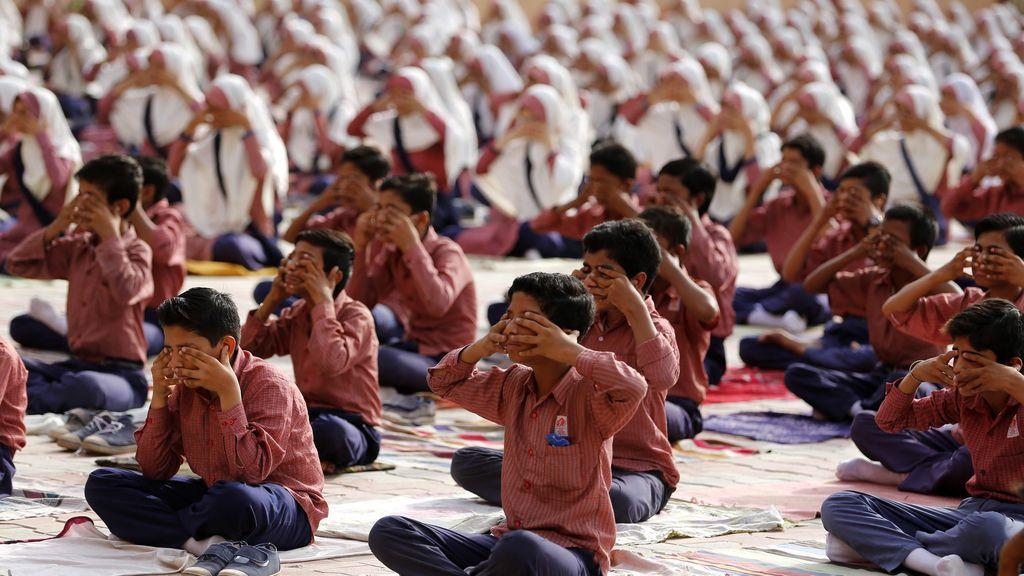 Yoga masivo en India