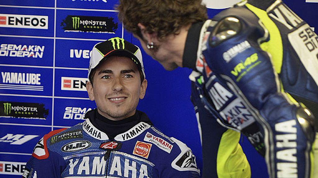 Rossi saluda al campeón del mundo