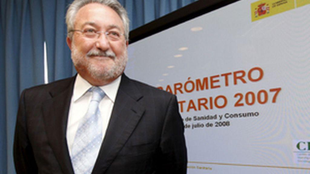 El ministro de Sanidad y Consumo, Bernat Soria, durante la presentación del Barómetro 2007. Foto: EFE