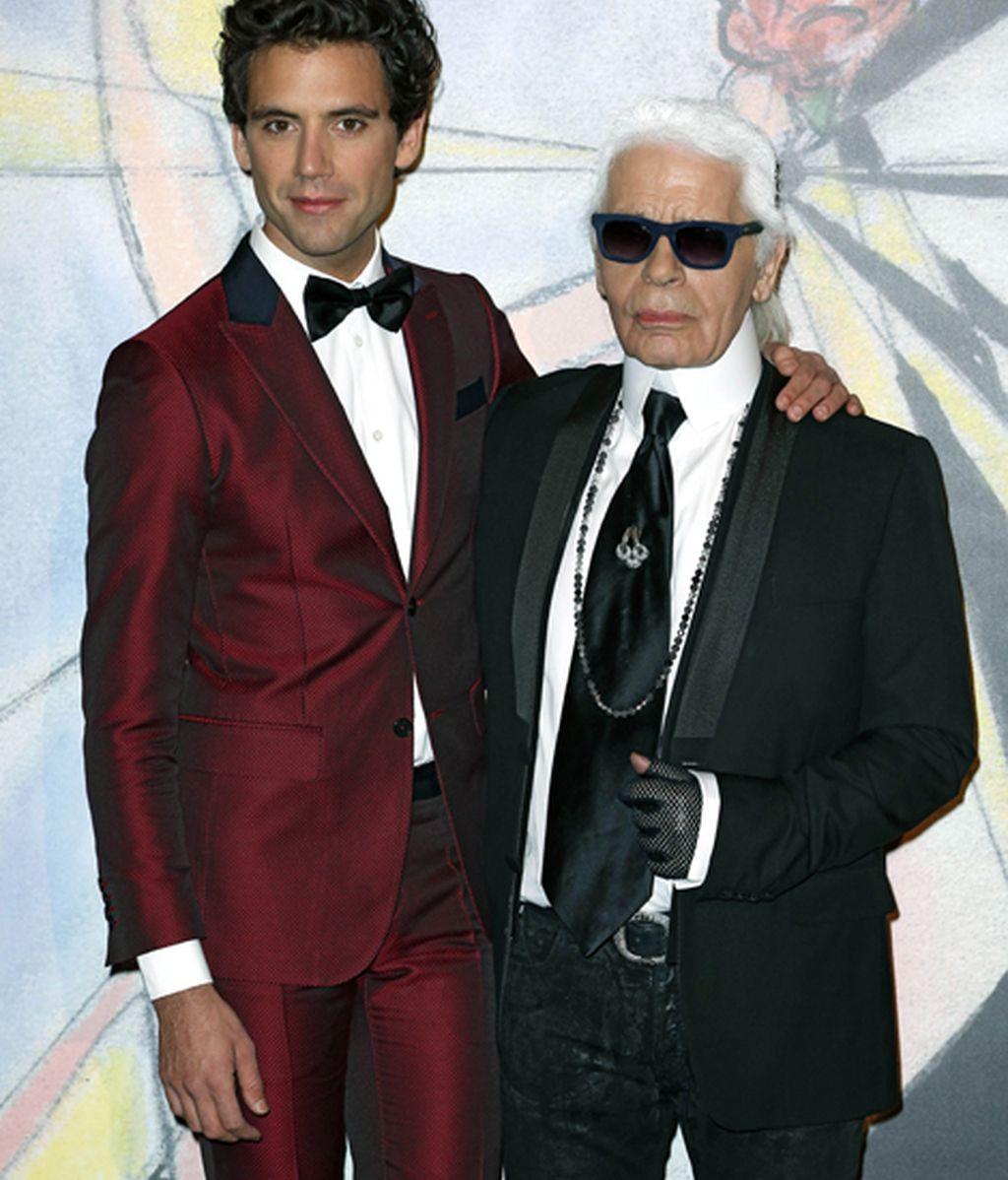 El cantante Mika junto a Karl Lagerfeld