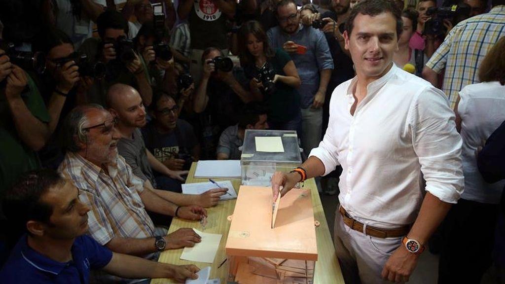 Albert Rivera vota en Hospitalet de Llobregat