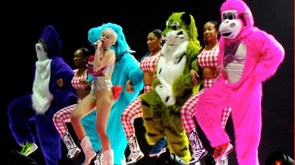 Miley vuelve con su espectáculo no apto para todos los públicos