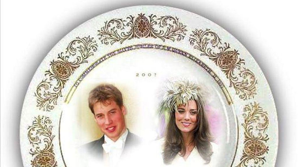 """Foto de archivo del 11 de noviembre de 2006, de la firma británica de venta al por menor, Woolworths, que presentó en esa fecha una serie de """"regalos para la boda"""" del príncipe Guillermo de Inglaterra y su novia Kate Middleton. EFE/Archivo"""
