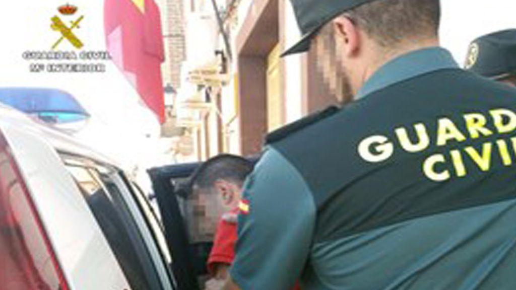 Detenidos dos jóvenes por maniatar a un niño de 12 años a una señal de tráfico