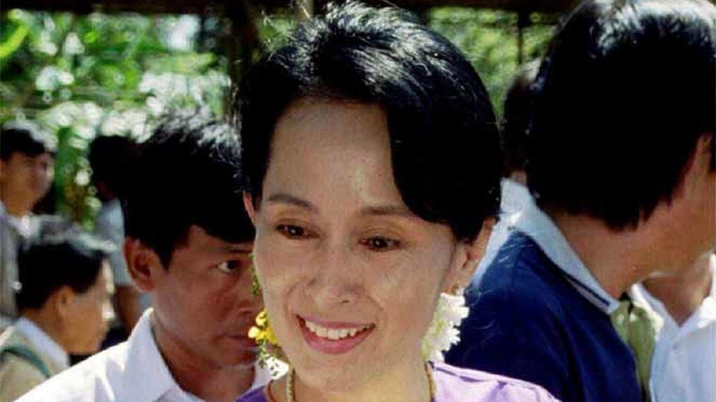 Aung San Suu Kyi en noviembre de 1995