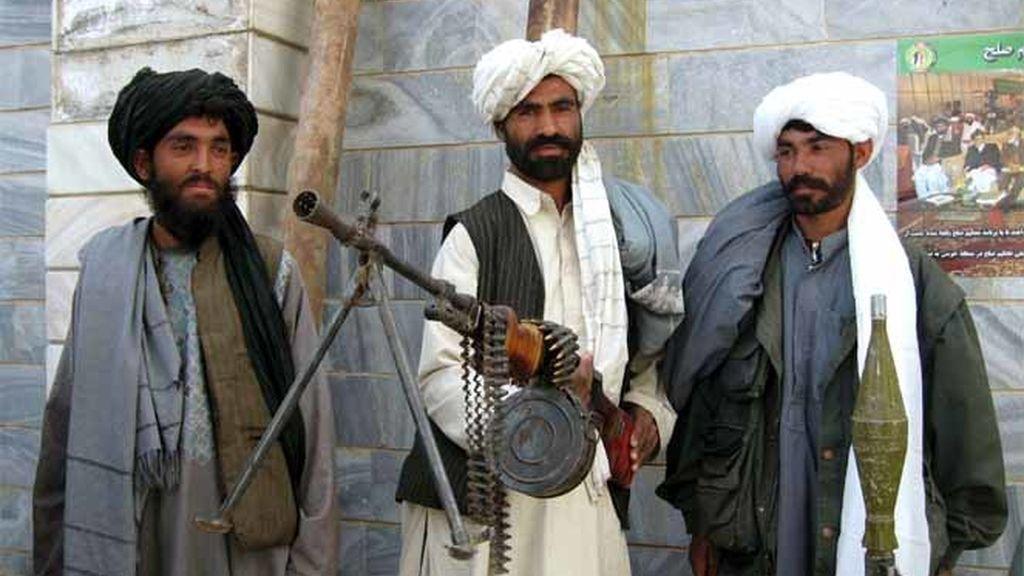 Tres soldados talibán