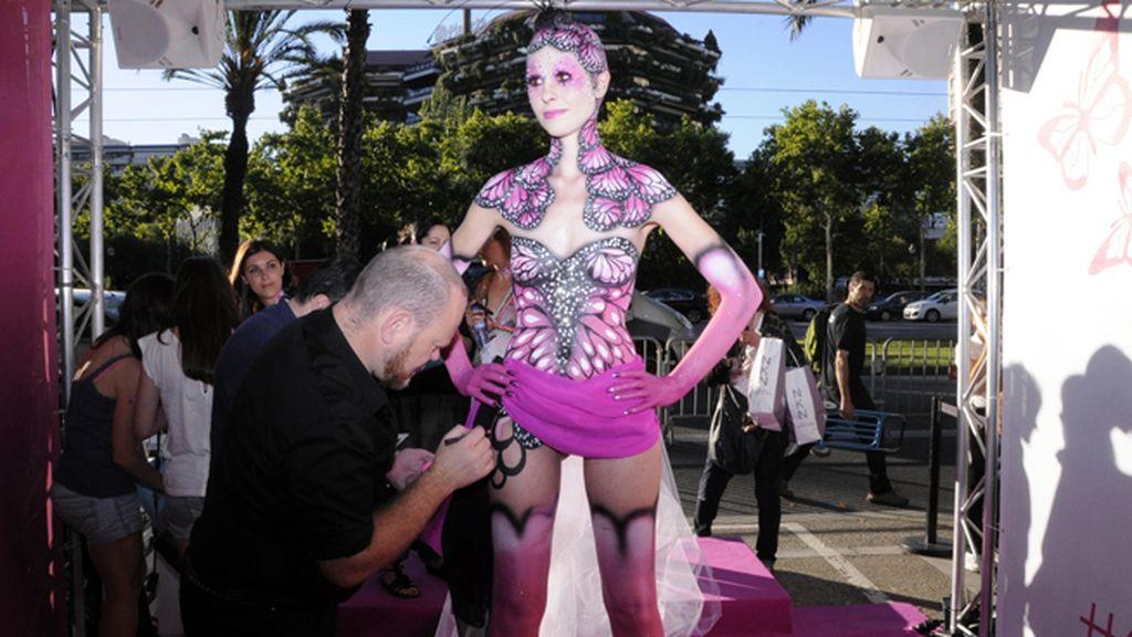 El famoso maquillador Martin Bray nos dejó boquiabiertos con su maestría en el arte del body painting