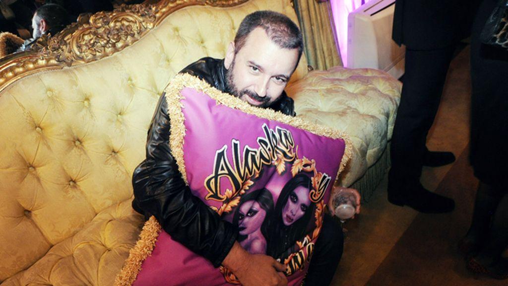 Félix Sabroso también se enamoró de los cojines de Alaska & Mario