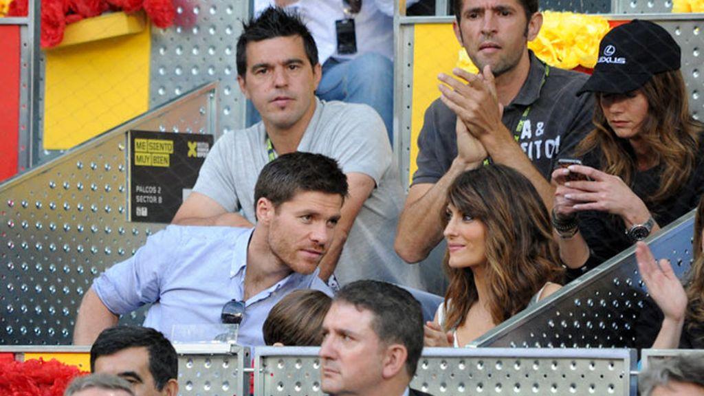 Xabi Alonso lleva a su hijo Jon al tenis y Cristiano va sin Irina