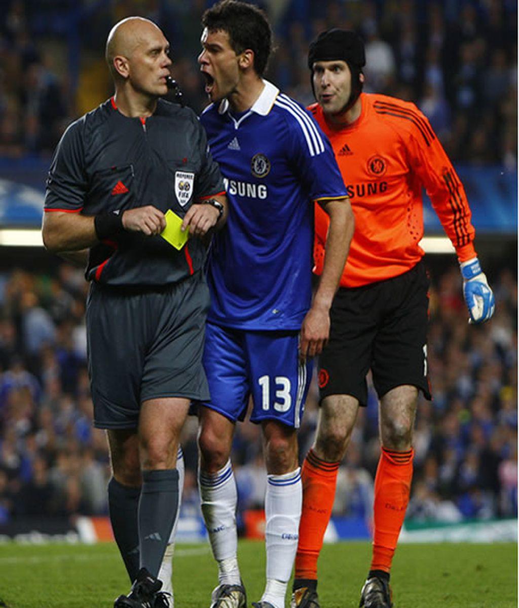 El Chelsea no pudo contener su rabia durante todo el partido por el arbitraje