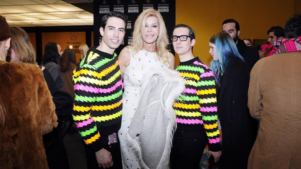 Nadie mejor para pasar un buen rato en Cibeles que la gran Bibiana Fernández, con la que posamos vestidos con las sudaderas de María Escoté