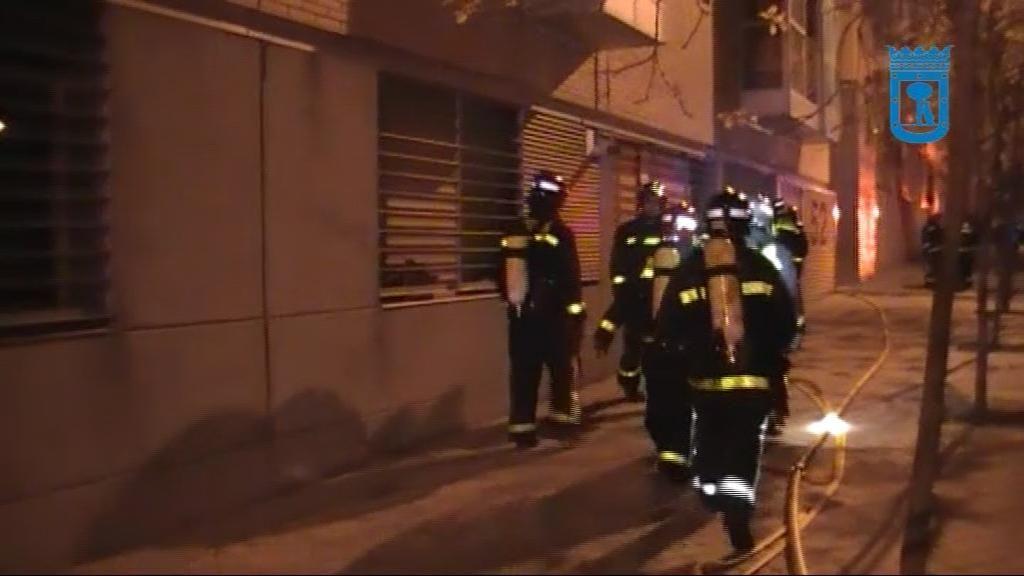 Un incendio en un edificio de Villaverde deja 17 heridos y 80 evacuados